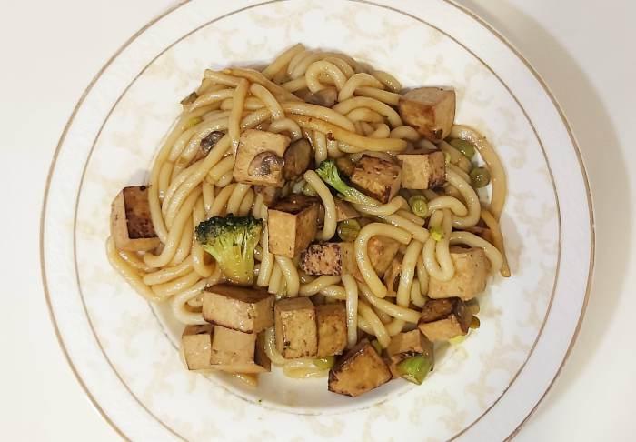 Tofu Hacendado (Frías) con noodles Udon