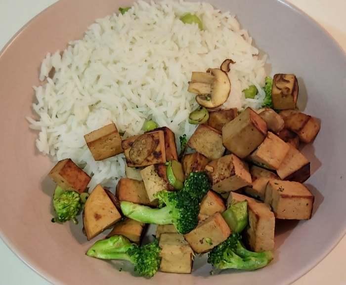 Tofu Mercadona salteado con arroz