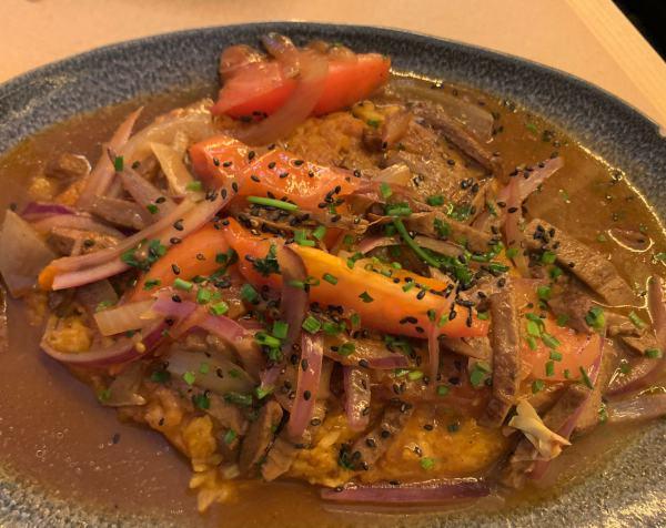 Tacu Tacu con lomito vegano de Los Andenes Vegan
